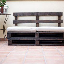 Cómo hacer un sofá con palés para el exterior