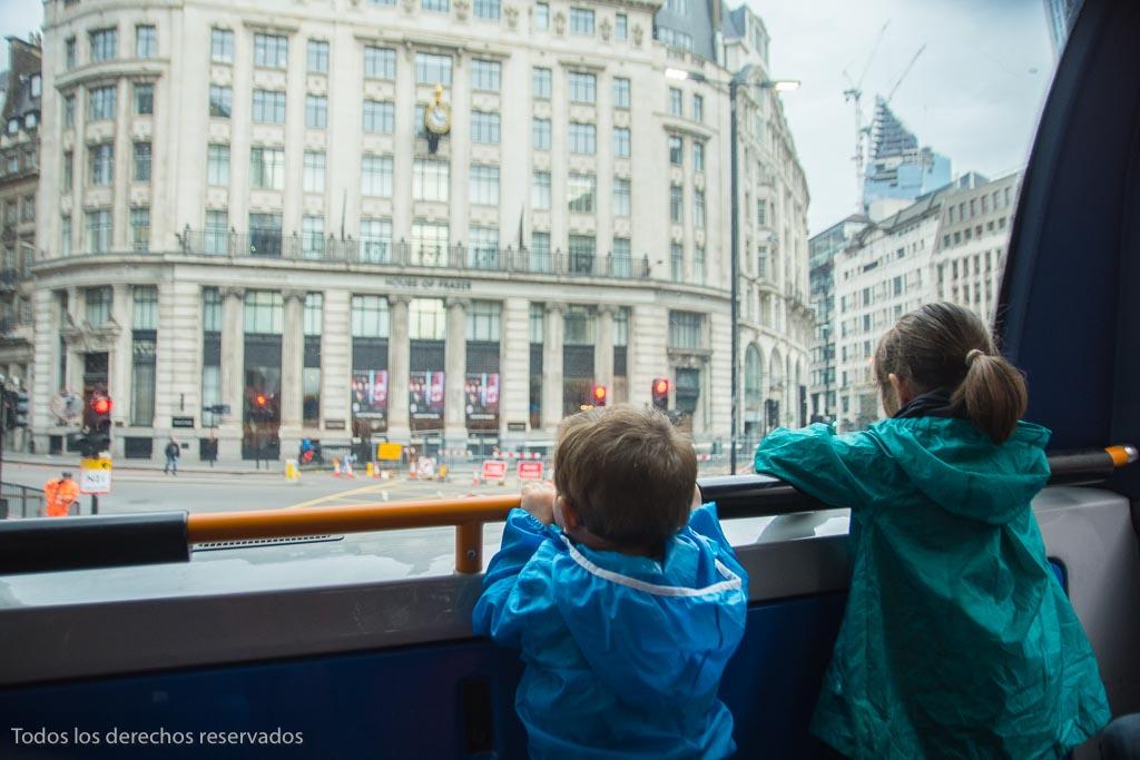 autobús de línea en Londres