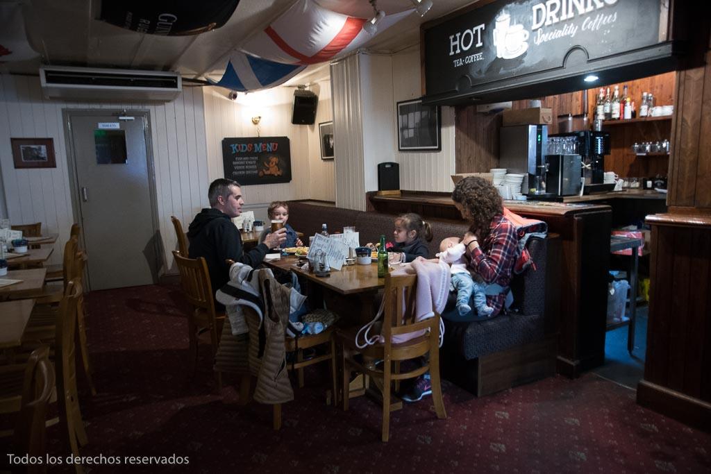 Comer en un pub ingles